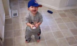 Βίντεο: Δείτε τον πιτσιρικά να χορεύει hip hop!