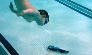 Βίντεο: Είναι τριών χρονών και κρατάει την αναπνοή του κάτω από το νερό για να φτάσει στον πάτο της πισίνας