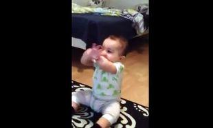 Βίντεο: Είναι 7 μηνών και χορεύει gangnam style!