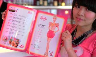 Το πρώτο καφέ της Barbie στον κόσμο άνοιξε!