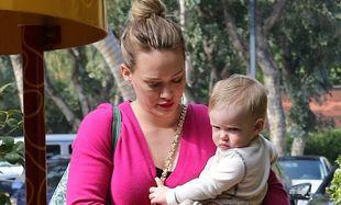 Hillary Duff: Αφοσιωμένη στον γιο της, δεν ξεχνά όμως ότι είναι και γυναίκα! (φωτό)