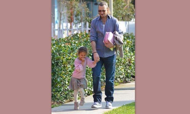 Τα παιχνίδια της κόρης της Halle Berry με τον μπαμπά της στον δρόμο!