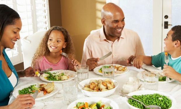 Το νερό δίπλα στο πιάτο του παιδιού αλλάζει τις διατροφικές του προτιμήσεις! Κάντε το!