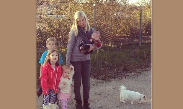Tori Spelling και οικογένεια: Έφυγαν για την εξοχή και τους βγήκε… ξινό!