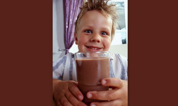 Είναι το σοκολατούχο γάλα το ίδιο θρεπτικό  με το λευκό για τα παιδιά;
