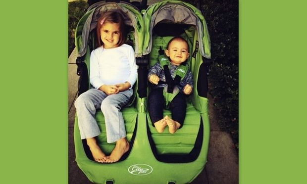 Alessandra Ambrosio:  Αγόρασε καινούργιο διπλό καροτσάκι για τα παιδιά της και το επιδεικνύει!