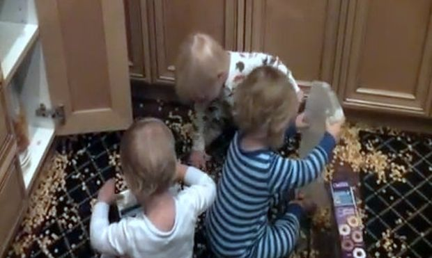 Βίντεο: Σε απόγνωση η μητέρα των τριδύμων μετά την συγκεκριμένη… καταστροφή!