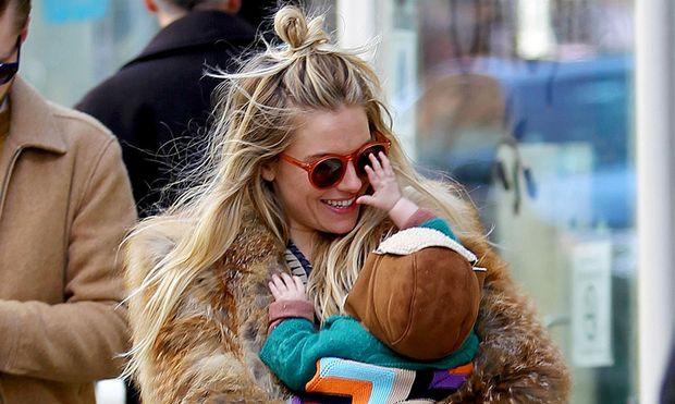 Η απόλυτη ευτυχία της Sienna Miller