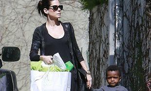 Η Sandra Bullock με τον γιο της στο πάρτι του γιου της Charlize Theron