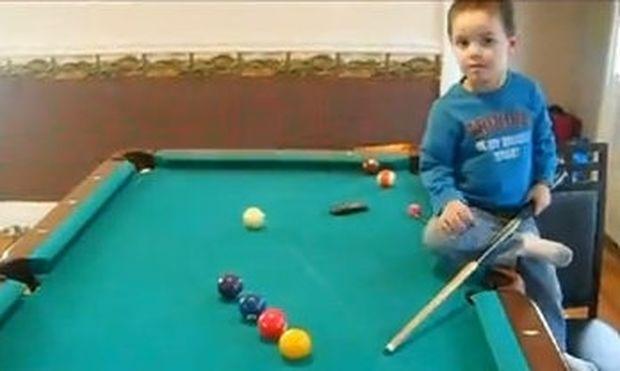 Βίντεο: Είναι μόλις τριών χρονών και είναι άσος στο μπιλιάρδο!