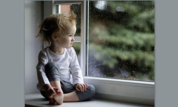 Αληθινή ιστορία: Μωρό έπεσε από το παράθυρο δύο φορές και σώθηκε από τον ίδιο άνθρωπο!