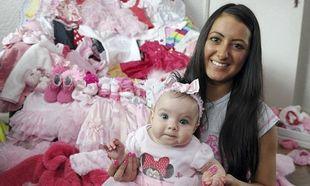 Μωρό επέζησε από σοβαρά προβλήματα υγείας με τα οποία γεννήθηκε και η μητέρα του αγόρασε βρεφική γκαρνταρόμπα 8000 λιρών!