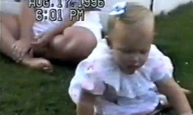 Δεν φαντάζεστε πού κάθεται αυτό το χαριτωμένο κοριτσάκι!