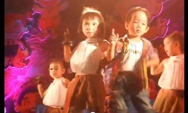 """Σκίζουν τα 4χρονα χορεύοντας """"Sexy Love"""""""