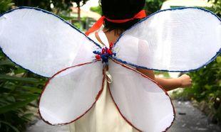 Φτιάξτε μόνοι σας φτερά για την νεράιδα σας με κρεμάστρες και καλσόν!