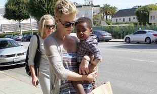 Η Charlize Theron θα ήθελε άλλα 10 παιδιά αν...