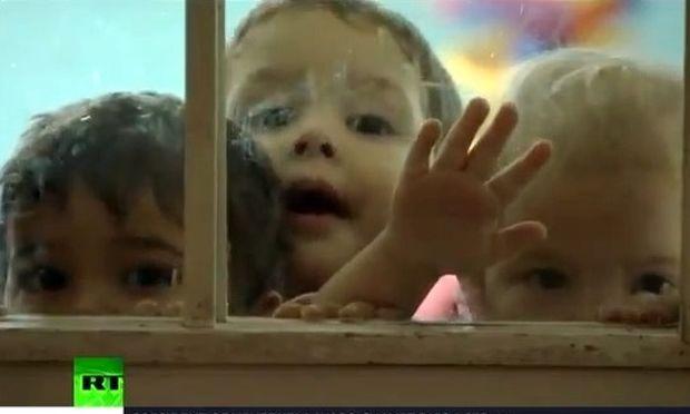 Κρατούμενη δημοσιογράφος γύρισε ντοκιμαντέρ για τα παιδιά της φυλακής!