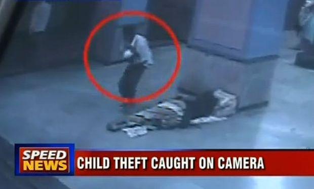 Σοκαριστικό: Έκλεψαν το μωρό άστεγης που κοιμόταν στο μετρό!