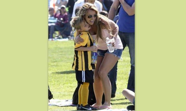 Britney Spears: Περήφανη μαμά για τον ποδοσφαιριστή γιο της – Παρών και ο πρώην σύζυγός της