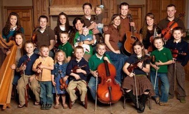Έχουν 19 παιδιά και δύο εγγόνια αλλά θέλουν και να υιοθετήσουν!