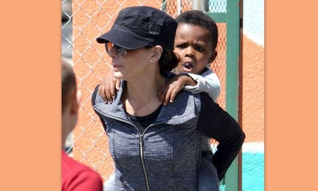 Sandra Bullock: Ευτυχισμένες στιγμές με τον γιο της! (φωτό)