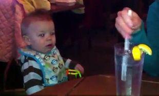 Βίντεο: Δείτε πώς αντιδρά ένα μωρό στον ήχο από τα παγάκια!