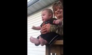 Θέλει να φύγει από τα χέρια της γιαγιάς του για να...