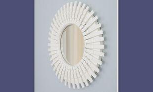 Τέλεια ιδέα: Μεταμορφώστε τον καθρέφτη σας με.. μανταλάκια!