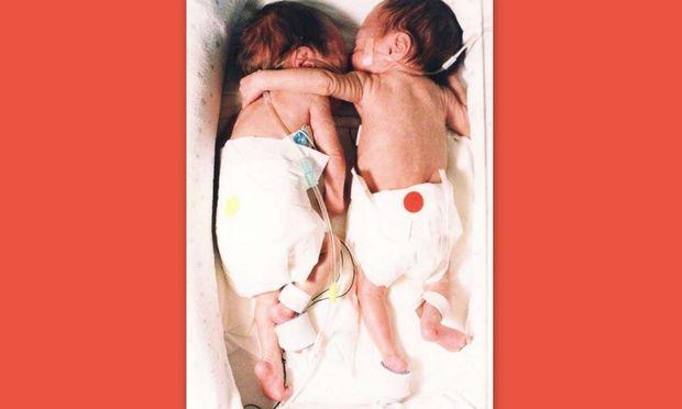 Νεογέννητα κορίτσακια σώθηκαν από μια… αγκαλιά!