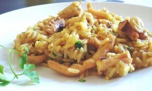 Πεντανόστιμες σουπιές με ρύζι