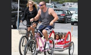 Heidi Klum: Ποδηλατάδα στην παραλία με τα παιδιά! (φωτό)