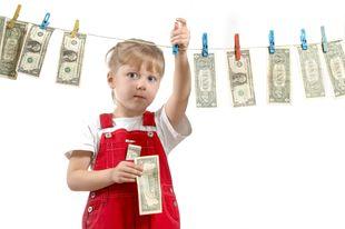 Πώς θα μάθω στο παιδί μου να διαχειρίζεται έξυπνα και με ασφάλεια τα οικονομικά του;