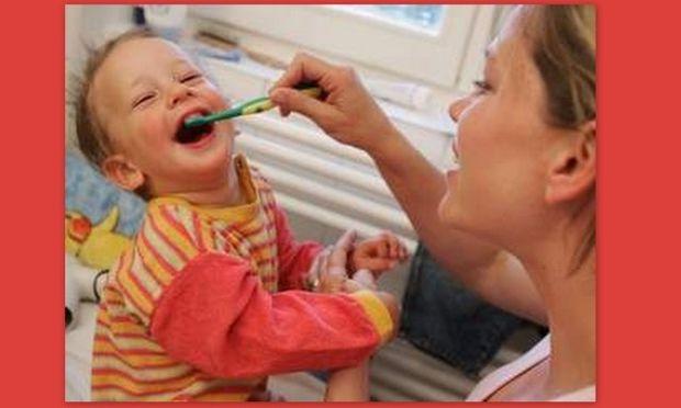 Ξέρατε ότι την πρώτη επίσκεψη στον οδοντίατρο πρέπει να την κάνετε πριν γίνει ενός έτους το παιδί σας;