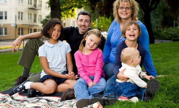 Oλα όσα πρέπει να καταθέσετε για το επίδομα σε τρίτεκνες και πολύτεκνες οικογένειες