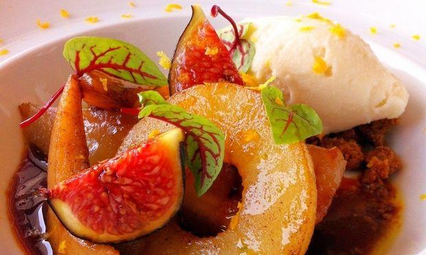 Μμμ… καραμελωμένα φρούτα με παγωτό!
