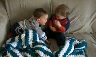 Βίντεο: «Μη κοιμάσαι σου λέω… θέλω να παίξουμε»