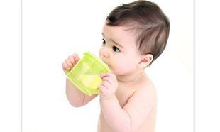 Ποια υγρά επιτρέπεται να πίνει το μωρό μου που είναι πλέον ενός έτους;