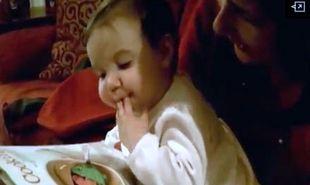 Βίντεο: Μωρό τρώει το γεύμα του από το… περιοδικό!