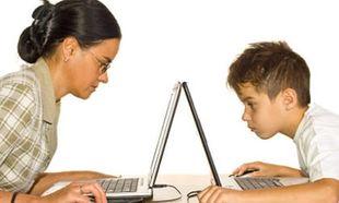 Τι κάνεις στο facebook μαμά;
