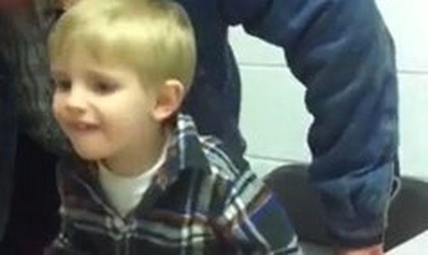 Βίντεο: Ο παππούς την «έφερε» στον μπόμπιρα!