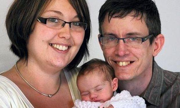 Αληθινή ιστορία: Ζευγάρι κατάφερε να φέρει στον κόσμο το πρώτο του παιδάκι μέσω εμβρυοσκόπησης!