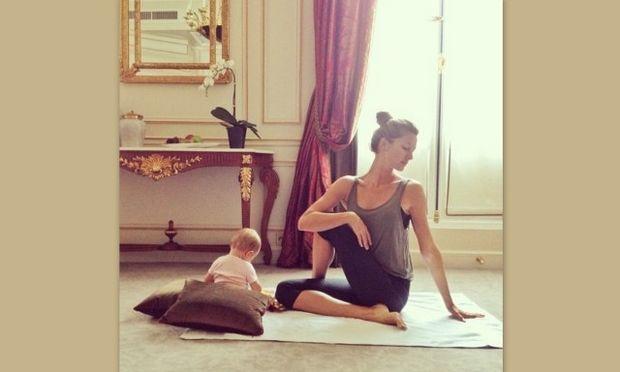 Ζιζέλ: Κάνει γιόγκα με την 6 μηνών κόρη της!