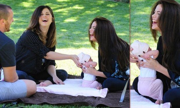 Οι πρώτες φωτογραφίες της Σελένα Γκόμεζ με τη νεογέννητη αδελφή της!