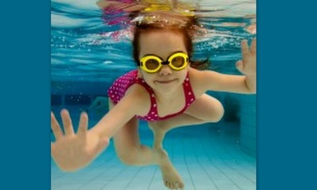 Πόσο ασφαλές είναι το χλώριο της πισίνας για τα παιδιά μας;