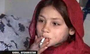 Συγκλονιστικό: Έχει εθίσει τα παιδιά της σε ναρκωτικά για να μη νιώθουν την πείνα! (βίντεο)