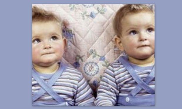 Δίδυμα αδέλφια σκοτώθηκαν στον ίδιο αυτοκινητόδρομο με διαφορά δύο ωρών!