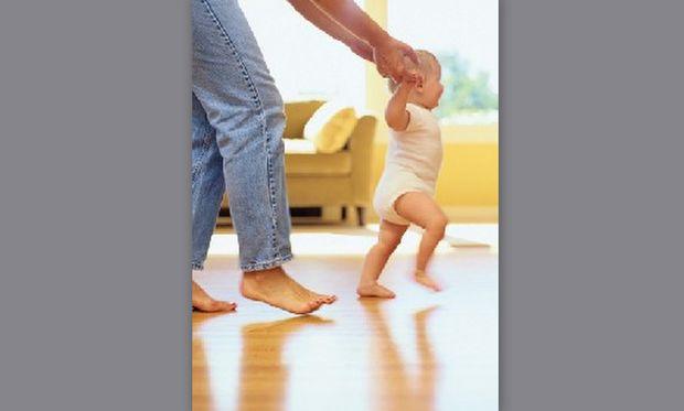 Οδηγίες για τα πρώτα του βήματα! Πώς θα το βοηθήσετε να περπατήσει!