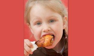 Τα παιδιά που τρώνε πολύ κοτόπουλο, έχουν λιγότερες πιθανότητες να αποκτήσουν καρκίνο του εντέρου ως ενήλικες