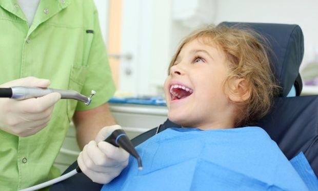 Το πρώτο του ραντεβού στον οδοντίατρο; Κάντε το να φανεί σαν μια ευχάριστη έξοδο!