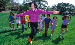 Μάικλ Τζάκσον: Εθισμένος στο παιδικό πορνό, είχε εξαγοράσει 17 κατηγορίες για παιδεραστία (εικόνες)